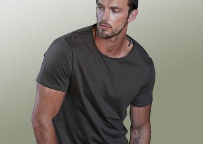 T-shirt uomo bordo grezzo