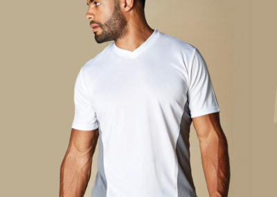 T-shirt uomo scollo a V Regular Fit Cooltex®